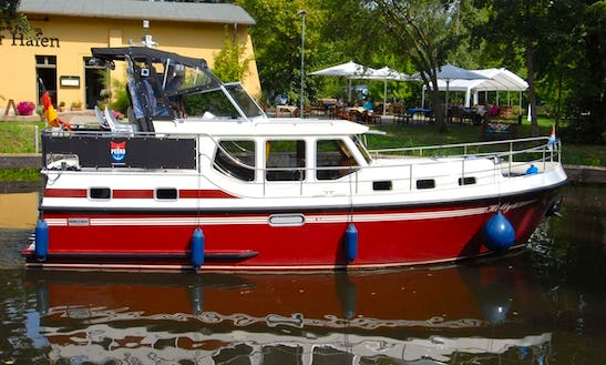 Pedro Levanto 32 (hetty) Motor Yacht Hire In Germany Mueritz