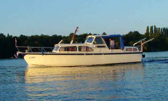 Motor Yacht Rental In Erkner