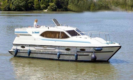 Motor Cruiser Le Boat Countess Hire In Scotland