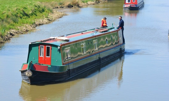 Lazy Fox Canal Boat Hire In Rowde