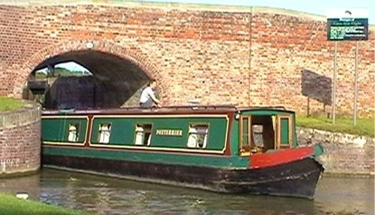 Canal Boat Foxterrier Hire In Rowde