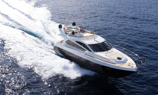 Luxury Yacht Sunseeker Manhattan Hire In Dénia
