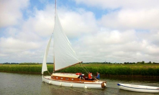 Hire This 27' Javelin Yacht In Martham