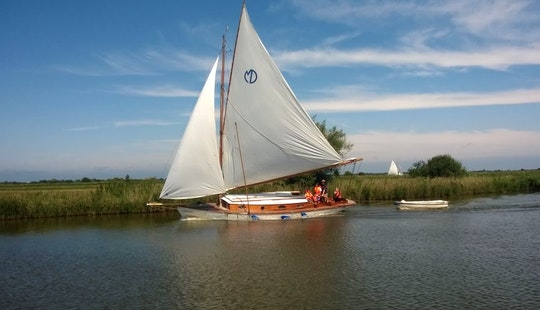 Hire This 35' Palace Yacht In Martham