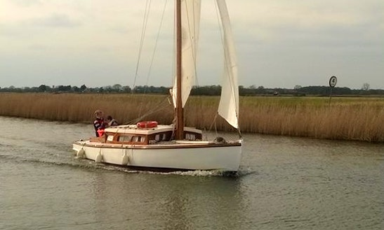 Hire This 28' Violet Yacht In Martham