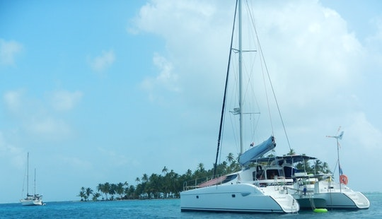Expereince Luxurious Vacation With 40′ Fountaine Pajot Lavezzi Catamaran To Panama For 12 People