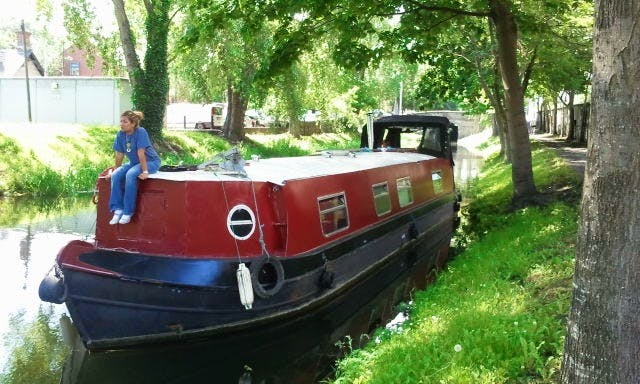 Hire Sceal Eile Barge for accommodation only in Dublin city