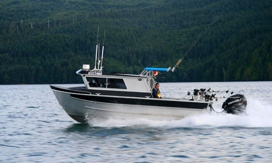 Freshwater Fishing Aboard 25' Northwest Aluminum Boat For 4 People In Victoria, Canada