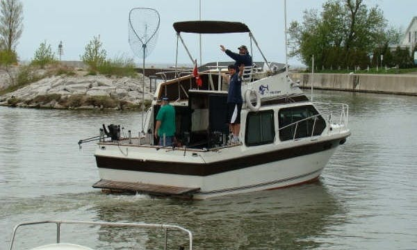 Enjoy Fishing Trip in Ontario, Canada on this Cuddy Cabin Yacht