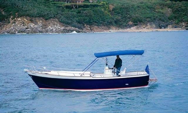 Charter a 25' Dasamarine Aztair in San Roque