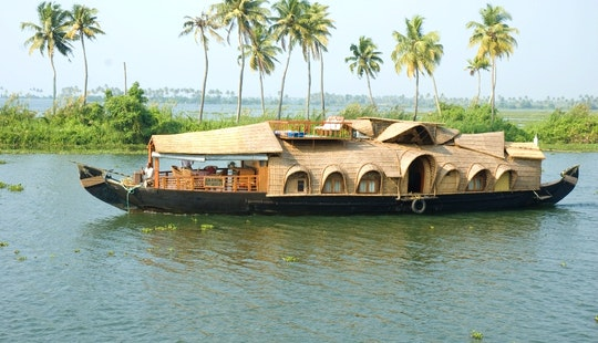 Beautiful Indian Houseboat For 4 Person In Kerala, India