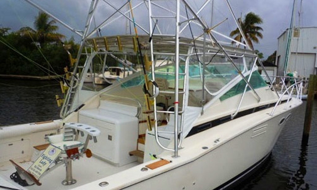 38ft the fighting lady bertram sportfisher boat charter for Fishing charters west palm beach fl