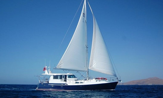 Motor Yacht Rental In La Paz