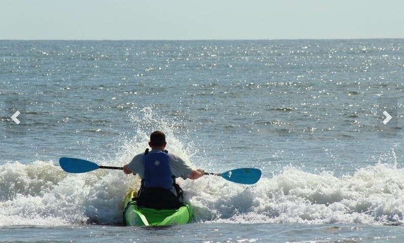Guided single kayak Tour in Virginia Beach