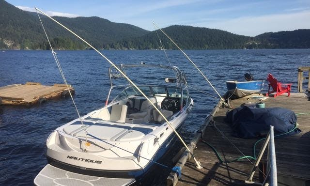 Charter the Air Nautique 210 Inboard Propulsion in North Vancouver, BC