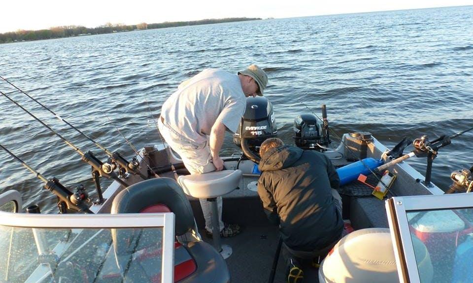 18' Guide Fishing Service Boat In Green Bay