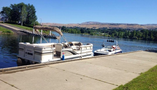 Spend A Sunny Afternoon In East Wenatchee, Washington With This Pontoon