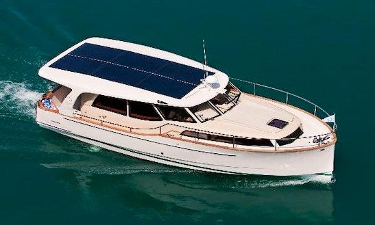 Amazing Greenline 33 Hybrid Motor Yacht In Saint-mandrier-sur-mer, France