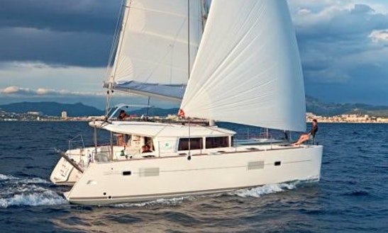 Charter 39' Lagoon 400 S2 Yacht In L'ampolla