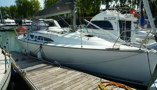 31ft Jeanneau Sun Fast 32i Cruising Monohull Rental In Baden, France