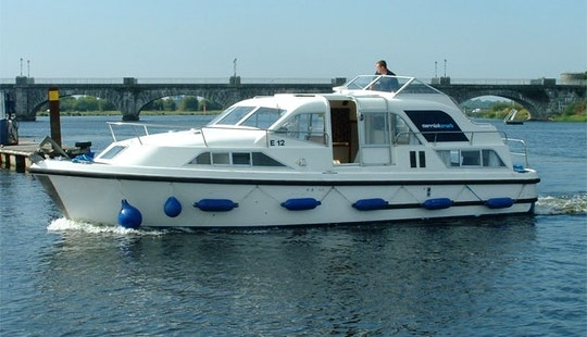 Motor Yacht Luxurious 'kilkenny Class' Charter In Ireland