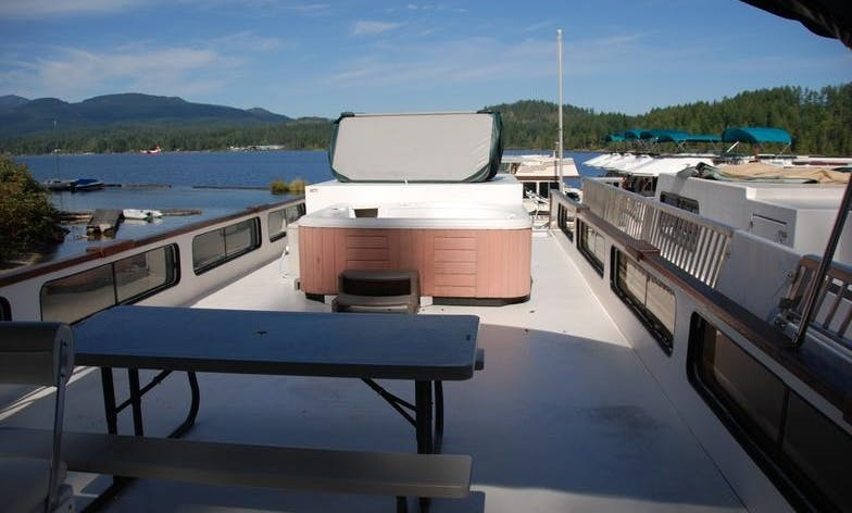 Houseboat Fundeck for Rent in Port Alberni