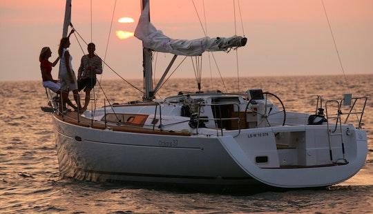 Luxury Cruiser 'beneteau 37' Charter In Bayview