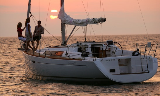 Luxury Cruiser 'beneteau 37' Charter In Bayview