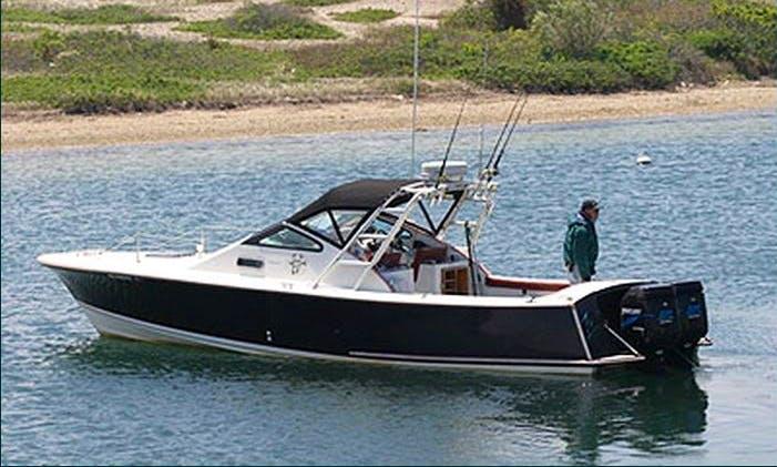 30' Sport Fisherman Charter in Aquinnah, Massachusetts
