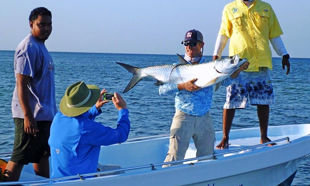 20 39 mexican center console flat boat fishing charter in for Belize fishing charters