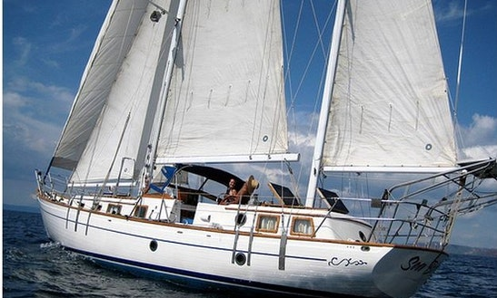 Gulf Of Papayo Sailing Excursions