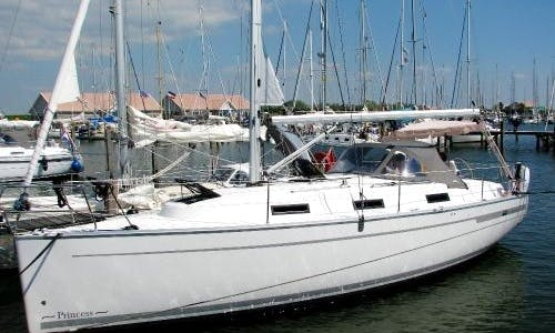 Cruising Monohull Charter in Greenwich, Connecticut