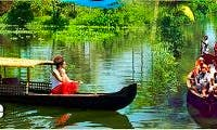 Rent a Punt Boat to enjoy the river in Alappuzha, India