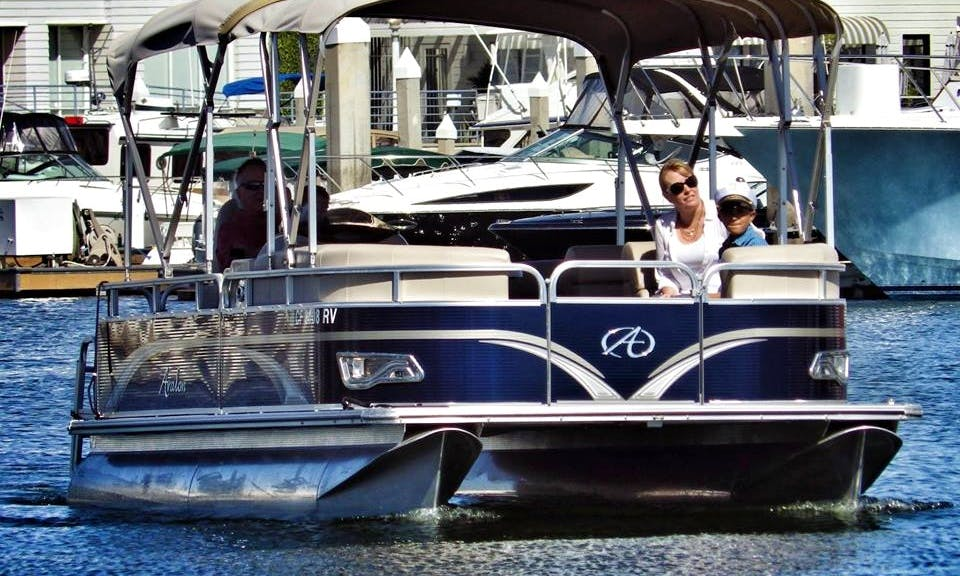 Deluxe 23ft Pontoon Rental in Newport Beach