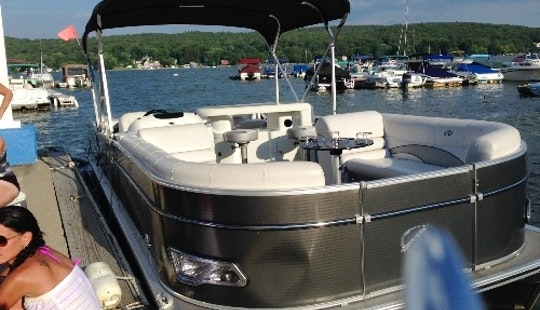 26' Pontoon Rental In Hewitt, New Jersey