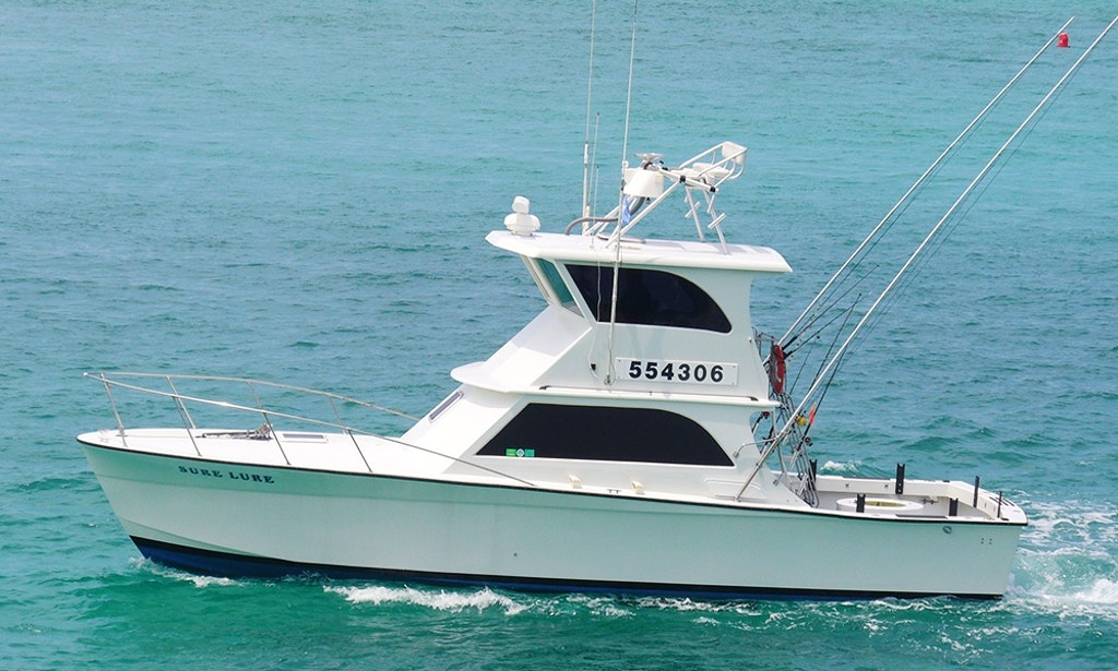 Fishing charter on 40ft sure lure yacht in destin for Destin florida fishing charters