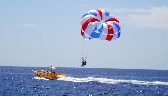 Parascending Flights In Playa Chica, Puerto Del Carmen