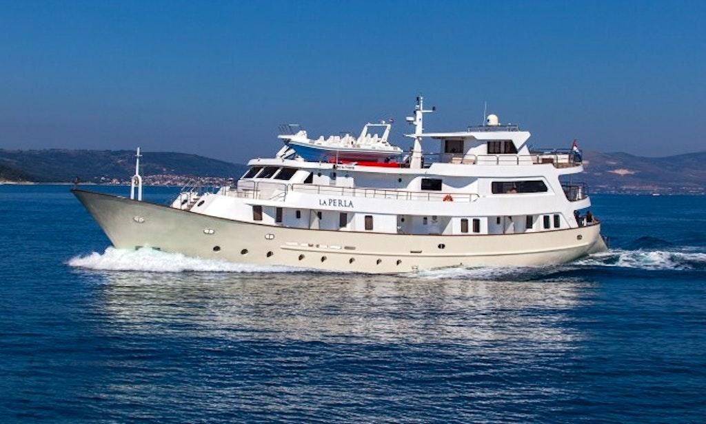 Custom Cruiser Yacht