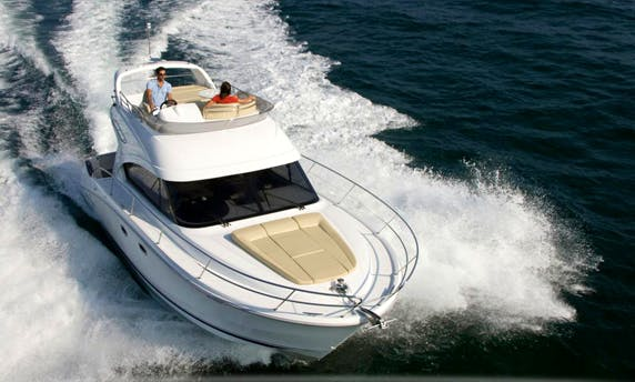 32' Motor Yacht Charter in Forio, Italy