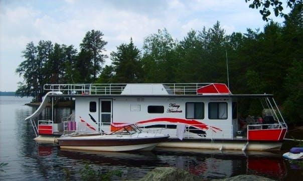 """50' """"The Four Queens"""" Houseboat Rental in Babbitt"""