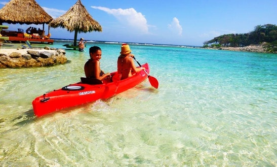 Beach Day & Kayaking In Bay Islands, Honduras