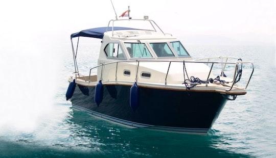 Reful Premiere Boat Charter In Okrug Gornji