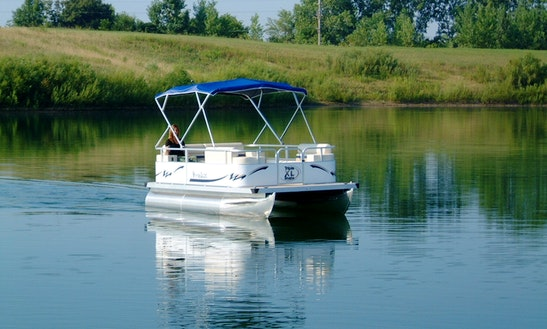 Small Patio Boat Charter In Clinton, New Jersey