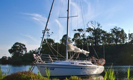 Enjoy Cruising Monohull Catalina 28 Charter In Metung, Victoria