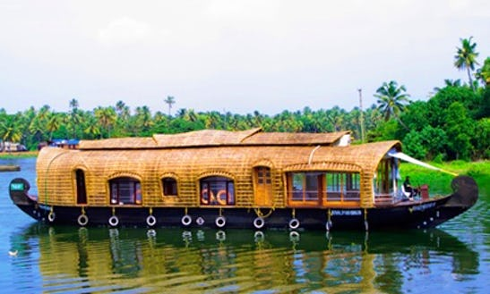 Fully Furnished Houseboat For 4 Person In Alappuzha, Kerala