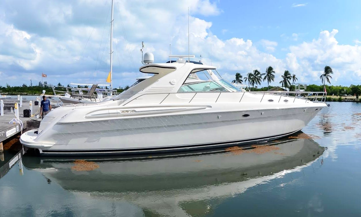 Sea Ray Yacht Charter in Cayman Islands