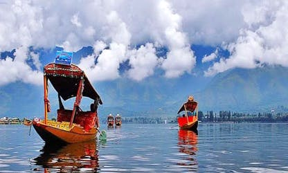 Unforgettable houseboating holiday in Srinagar, India