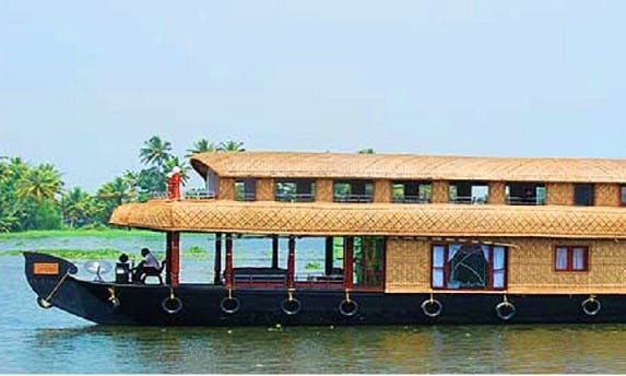 Book a houseboat vacation in Alappuzha, India