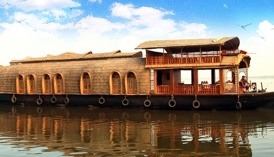 The Luxury Houseboat With 5 Bedroom Ready To Occupy In Kerala, India