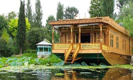 Houseboat Rental (3 Bedrooms)